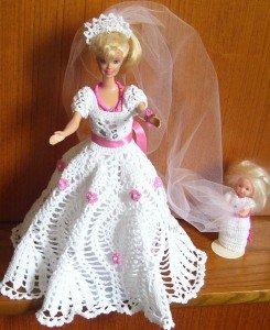 La petite fille d'honneur LES-POUPEES-BARBIES-139-245x300